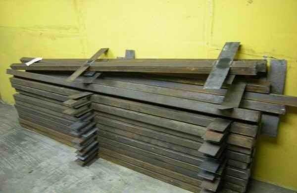 Готовые столбы с креплениями для деревянного бруса