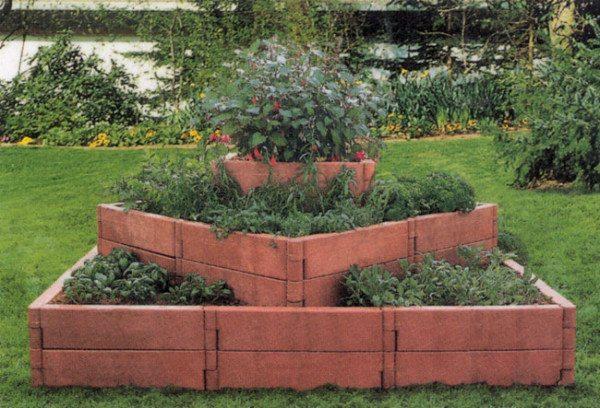 Клумба многоярусная, материал – садовая доска