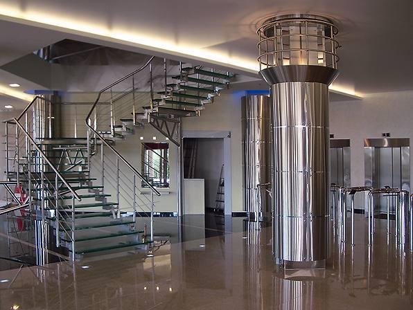 Красота лестницы из нержавеющей стали