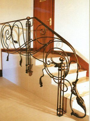 Лестничные перила сложной художественной ковки