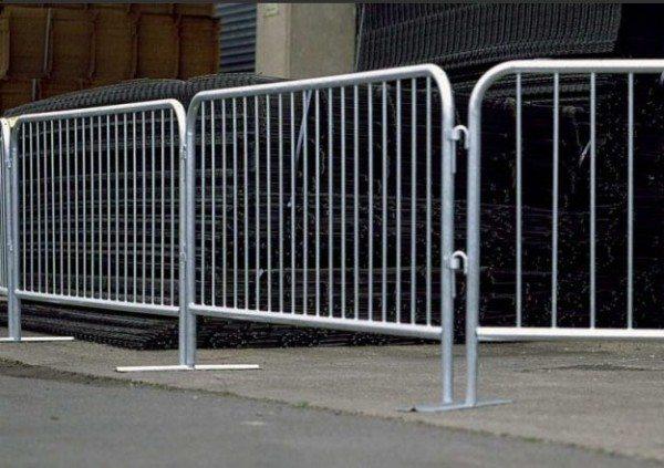 Один из вариантов временной ограды на строительном объекте