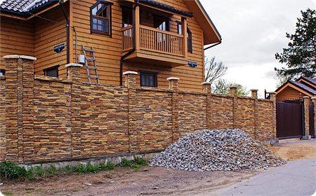 Ограда из декоративного камня