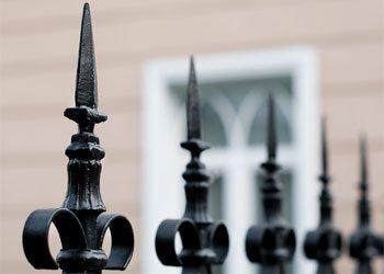 Острые пики – надежная защита вашего участка от незваных гостей.