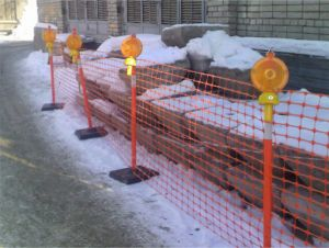 Пластиковая строительная ограда.