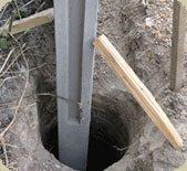 Правильная установка столбов – залог долговечной конструкции