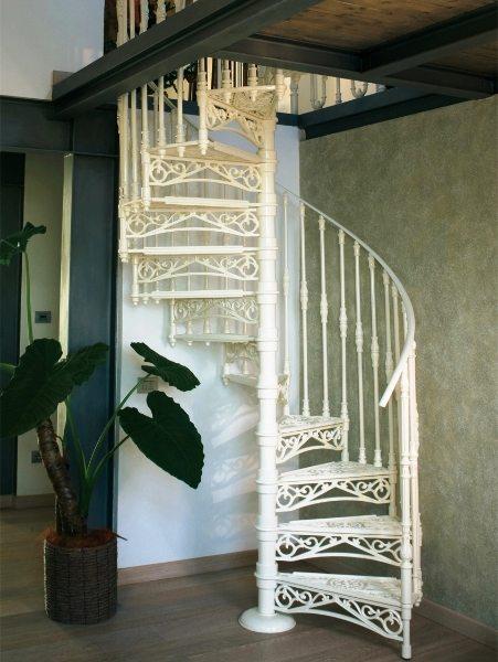 Прекрасное фото! Не лестница, а произведение искусства!
