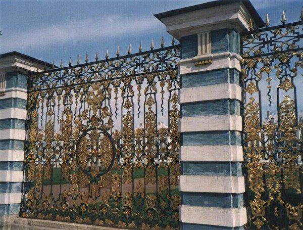 Решётка Парадного двора в Екатерининском дворце