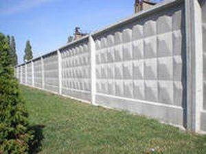 Самостоящий бетонный забор.
