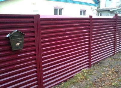 Современное полимерное покрытие обеспечивает долговечность ограды