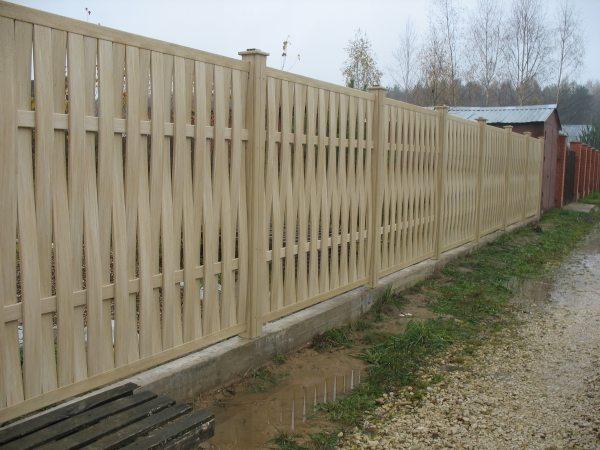 Такой забор не стыдно и людям показать.