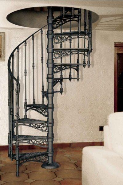 Винтовая лестница, выполненная целиком из чугуна
