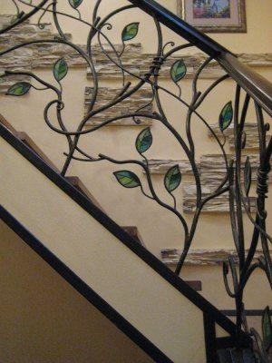 Витражные вставки – эксклюзивное решение для вашей лестницы