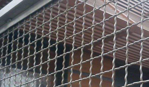 Забор из рифленой сетки – надежно и недорого